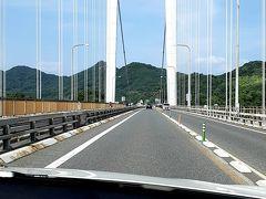 大島と伯方島を結ぶ吊り橋形式の「伯方 大島大橋」を通過中。