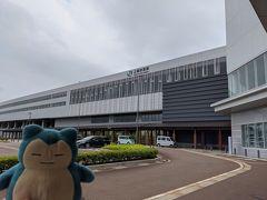 大宮からほんの80分で上越妙高駅に到着。 新しい新幹線の駅だけあって田園地帯にポツンとある駅です
