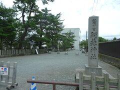 次の列車まで約1時間、せっかくですから駅から歩いて15分ほどの阿蘇神社に参拝