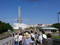 そこから地下鉄御堂筋線やら大阪モノレールを乗り継いで万博記念公園駅までやってきました。 しかし今日は日差しが強い!