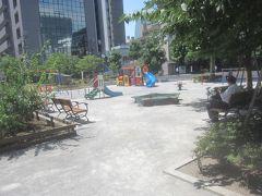 参道を戻って桜田公園に 明治になるまでこの辺りは「桜田村」と呼ばれていて、昭和7年まで地名として「桜田」と言われていたそうです