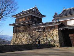 城門の両脇にそびえ立つ櫓、こちらが南櫓