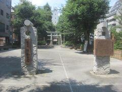 塩竈公園は嘗て仙台藩伊達家の所有だったそうですが、関東大震災後の復興に際し伊達興宗伯爵が約400坪の敷地を愛宕下町会に寄付して昭和5年に東京で初めての町立公園として開園(昭和47年に区立公園)した公園
