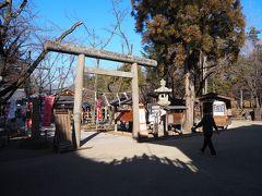 門をくぐった先の一帯が上田城の本丸。門入ってすぐ真田神社の鳥居。