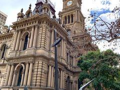 ウールワースの隣には、シドニー市庁舎があります。 重厚な建物は、19世紀後半に建てられたヴィクトリアバロック風とのこと。