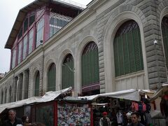 フィレンツェSMN駅から徒歩5分に位置する中央市場Mercato Centrale