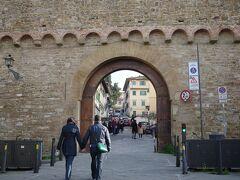 サン・ニッコロ門を潜るとミケランジェロ広場への登りに差し掛かります。