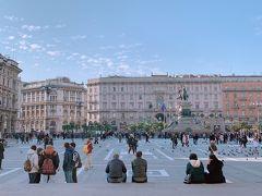 夕刻のまどろみタイム ドゥオモ広場いいですね。  しかしここはスリ多発でもあるから 気は抜けない