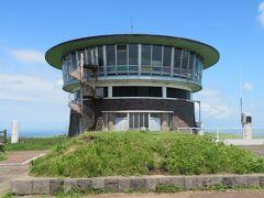 八郎潟を一望できる場所に行きたかったので、調べた中で比較的行きやすかった「寒風山回転展望台」に向かいました。  八郎潟の西側、やや高台にあります。
