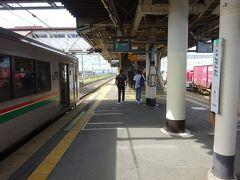 石越駅から30分、この電車の終点である小牛田駅に着いた。