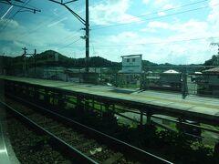 愛宕駅。 旧線の松島駅がこの近くにあって、その代替でできた築堤の上の駅。