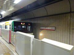 ここから、地下鉄に乗ります。  在来線改札口 → 新幹線改札口の前のこけし → 西口のデッキ → 地下鉄乗り場 動きとしてはメチャクチャです(笑) まさに写真を撮るために動いておりました。