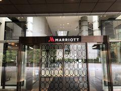品川駅から、バスに乗って5分ほどで御殿山にあるマリオット東京に到着。 少し前に、散歩がてら訪れたことはあるが、滞在は初めて。  確かここってラフォーレ御殿山があったところと思ったが、やはりリブランドされたよう。