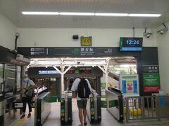 タクシーは裏道の路地をスイスイと抜けて鎌倉駅東口までは10分くらいで着きました。 タクシーから降りたとたん汗が吹き出すほどの猛暑でした。 コロナ以降初めての旅。 つかの間の旅気分を地元で味わうことができました。  (おわり)