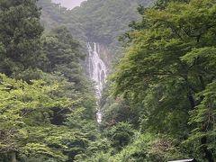 神庭の滝は「日本の滝百選」にも選ばれた、高さ110m、幅20mの中国地方随一のスケールを誇る名瀑です。