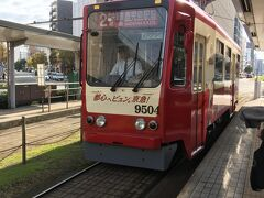 市電に乗り、天文館へ。  やってきた車両は京急のラッピング車両でした。