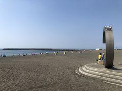 今年は海の家がないサザンビーチ。「C」を横から。 例年は、この場所には海の家がぎっしり並んでいて、海は見えません。