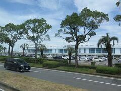 12:56 50分ほどで鹿児島空港に到着 バス運賃が1,300円だけあって遠い空港でした