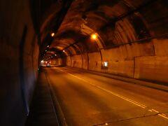 800mのトンネルの中を石川さゆりさんの天城越えを歌いながら歩きます。(しかしあまり歌詞を覚えていないのでサビの部分だけ(^-^; )