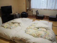 今夜から3泊する「郊楽苑」 純和式の宿泊施設。 足腰の悪い母には、寝起きするのがキツかった。