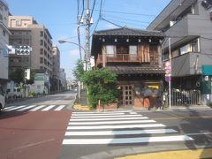 というのも、ここカヤバ珈琲さん(朝8時開店)にモーニングを食べに来ました! カヤバ珈琲さんは昭和13年に創業の喫茶店 先代店主がお亡くなりになって閉店状態となっていましたが、平成21年にリニューアルオープンしたそうです(因みに建物は大正5年築だそうです) お昼時なんかはかなり並ぶとのことだったので、「えぇ~い開店と同時に行ってやれぇ!」ということでこの時間