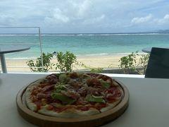 用安海岸を見下ろしながらピザを食す