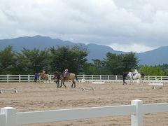 隣接するホースパークに足を延ばしてみる。 子供たちが乗馬体験中。ドキドキしながら乗っているのかな?