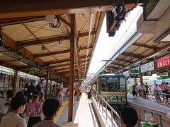 12:45 鎌倉駅 発 結構人が多いです。コロナの前はもっと込み合っていたことでしょう。