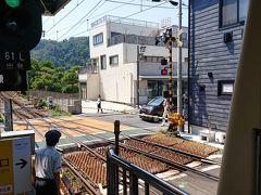 12:50 長谷駅 着 駅を出るのに踏切を渡ります。このローカル感が良いです。