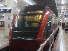 今回は名古屋から出発です。 まずは、近鉄ご自慢の新型特急「ひのとり」で出発します。