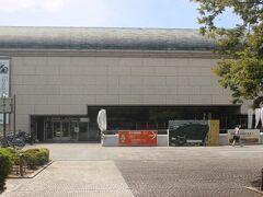 まず駅から500mほどの堺市博物館に行きます。 仁徳天皇陵の前、大仙公園前にあります。