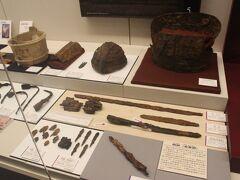 この博物館は周辺の百舌鳥古墳群だけではなく、少し離れた古市古墳群も含めた古墳からの発掘品など多くの展示がされています。 まずはここで古墳の「お勉強」。