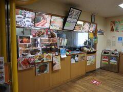 今年度は姿見駅売店は休業。湧駒荘でも弁当は衛生上の理由でできないとの事でしたので、山麓駅売店でテイクアウト。 8時40分発のロープウェイに乗車。