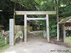 散策の目的は、こちらのお社。 松下社は、この地区の氏神様で、YUSURAのスタッフの方も、「お社さま」と呼んでいました。
