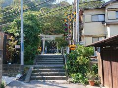 15:17~15:30 御霊神社 神社の入口前は江ノ電の踏切になっています。