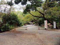 源氏山公園  公園内には頼朝の像があるが、本日は先を急ぐのでスルー。 よくよく考えてみれば、頼朝の像と日俊幹基の墓がすぐ近くにあるというのはちょっと不思議。