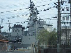 自衛隊桟橋には大迫力のイージス艦。