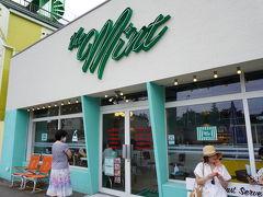 The mint motel 若い子がいっぱいのワッフルやパンケーキのお店