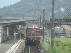 途中の岡田駅では、京急時代の塗装に戻され、「還暦の赤い電車」として活躍している1080形(元京急旧1000形)とすれ違いました。