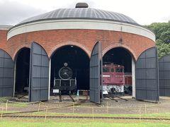 日本の鉄道史上3番目に開通した幌内鉄道の偉業を伝えるとともに、現在に至るまでの鉄道交通の歴史文化を紹介する鉄道記念館。~パンフレットより。