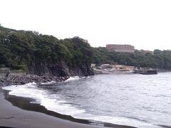赤沢温泉のビーチです。 赤沢には立派なDHCの宿泊施設や日帰り温泉がありました。