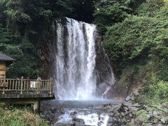 ちょっと街を抜けてしまって迷いましたが、戻ってきて丸尾の滝を鑑賞してから、、、