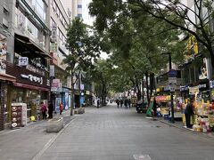 韓国ソウル・仁寺洞通りの写真。  何年ぶりでしょう?  人が少ないです。