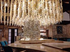 終演後 Bar「ムーンシェル」で一杯… 貝殻のシャンデリアが雰囲気ある~♪  子どもたちとBarに来られる日がくるなんてねぇ…( *´艸)