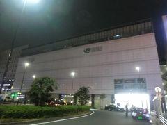 4:24 皆様、おはようございます。 早朝の鶴見駅(神奈川県横浜市)です。 夜が明けるのが、遅くなってきましたね。