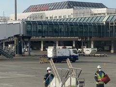 16時40分に松山空港に到着。 あの小さな階段が接続されて、飛行機から直接降りて空港内に入りました。