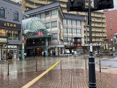 10分ほどで道後温泉駅に到着しました。 大街道とは全然違った雰囲気。