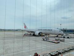 緊急事態宣言が解除されてすぐに出張で東京へ。 空港にこれる喜び。 海外に行けないけど 飛行機に乗れるだけでもうれしい