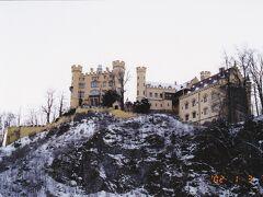 ホーエンシュヴァンガウ城はノイシュヴァンシュタイン城の向かいの尾根にある城です。