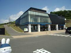 札幌から車で1時間ちょっと。 そろそろこの辺りでランチタイムと行きましょうか(^_-)-☆。  道の駅石狩「あいろーど厚田」へオジャマします。